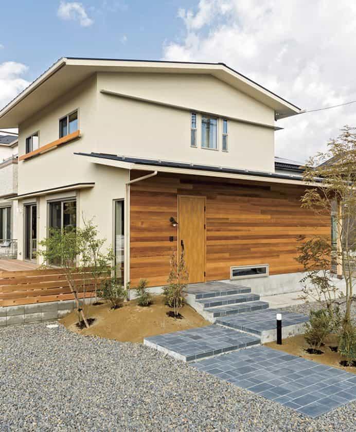 緑あふれる切妻屋根の家